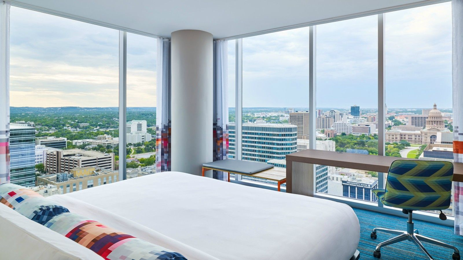 Downtown Austin Accommodations - Breezy Room